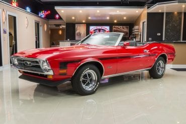 Video: Restored 1972 Ford Mustang Convertible Walkthrough
