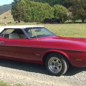 Video: 1971 Ford Mustang Convertible V8 Engine Sound