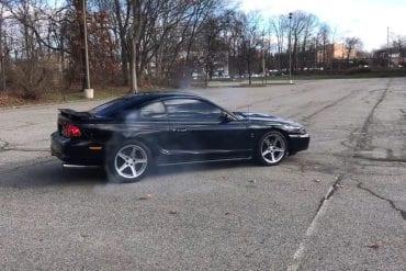 Video: 1997 Ford Mustang SVT Cobra Burnouts