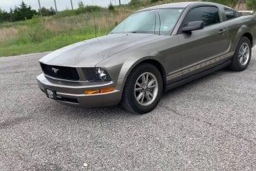 Video: 2005 Ford Mustang V6 Full Tour