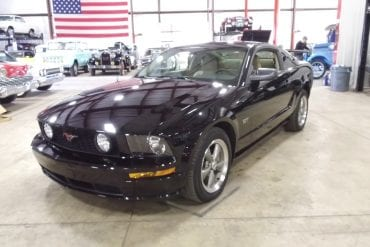 Video: Black 2005 Ford Mustang GT Walkaround