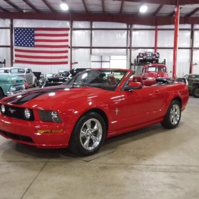 Video: Red 2005 Ford Mustang Convertible Walkaround