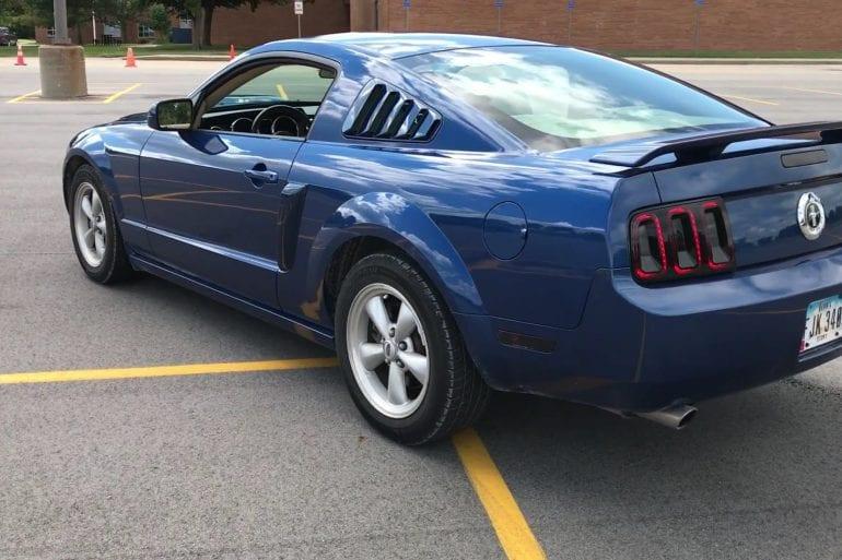 Video: 2006 Ford Mustang V6 Burnout + Walkaround