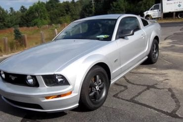 Video: 2006 Ford Mustang GT Start Up + Engine Sound