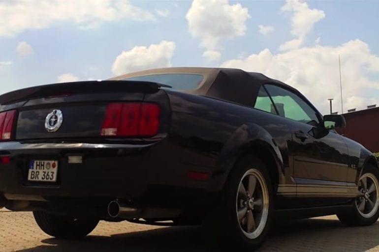 Video: 2007 Ford Mustang Walkaround + Exhaust Sound