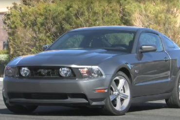 Video: 2010 Ford Mustang GT vs 2010 Chevy Camaro SS vs 2009 Dodge Challenger R/T