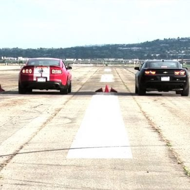 Video: 2010 Ford Mustang Shelby GT500 vs 2010 Camaro SS Drag Race Showdown