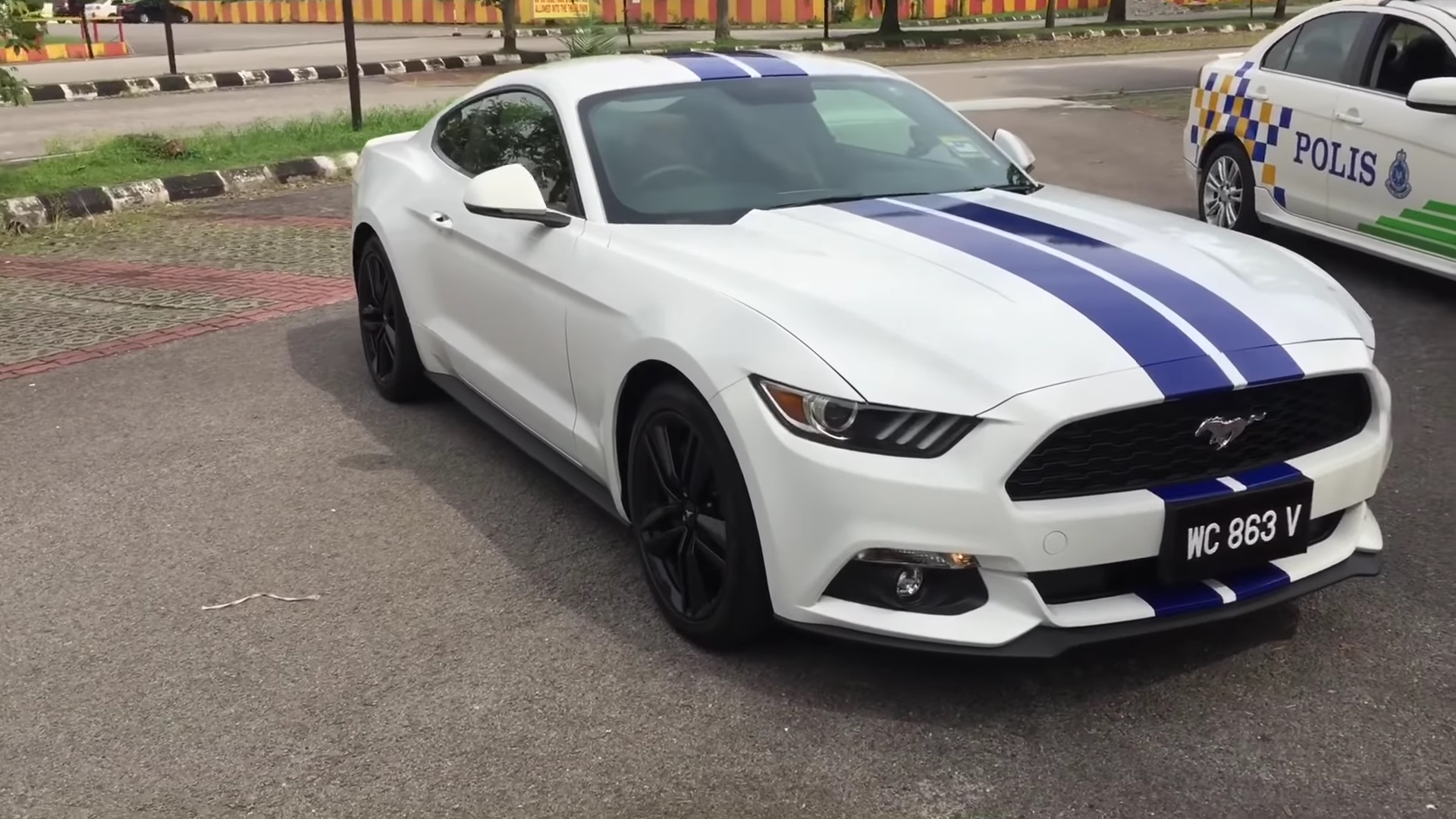 Video: 2016 Ford Mustang 2.3 Ecoboost Interior/Exterior Tour