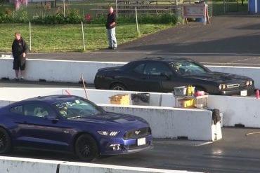 Video: 2016 Ford Mustang GT vs 2015 Challenger SXT Plus - Drag Race