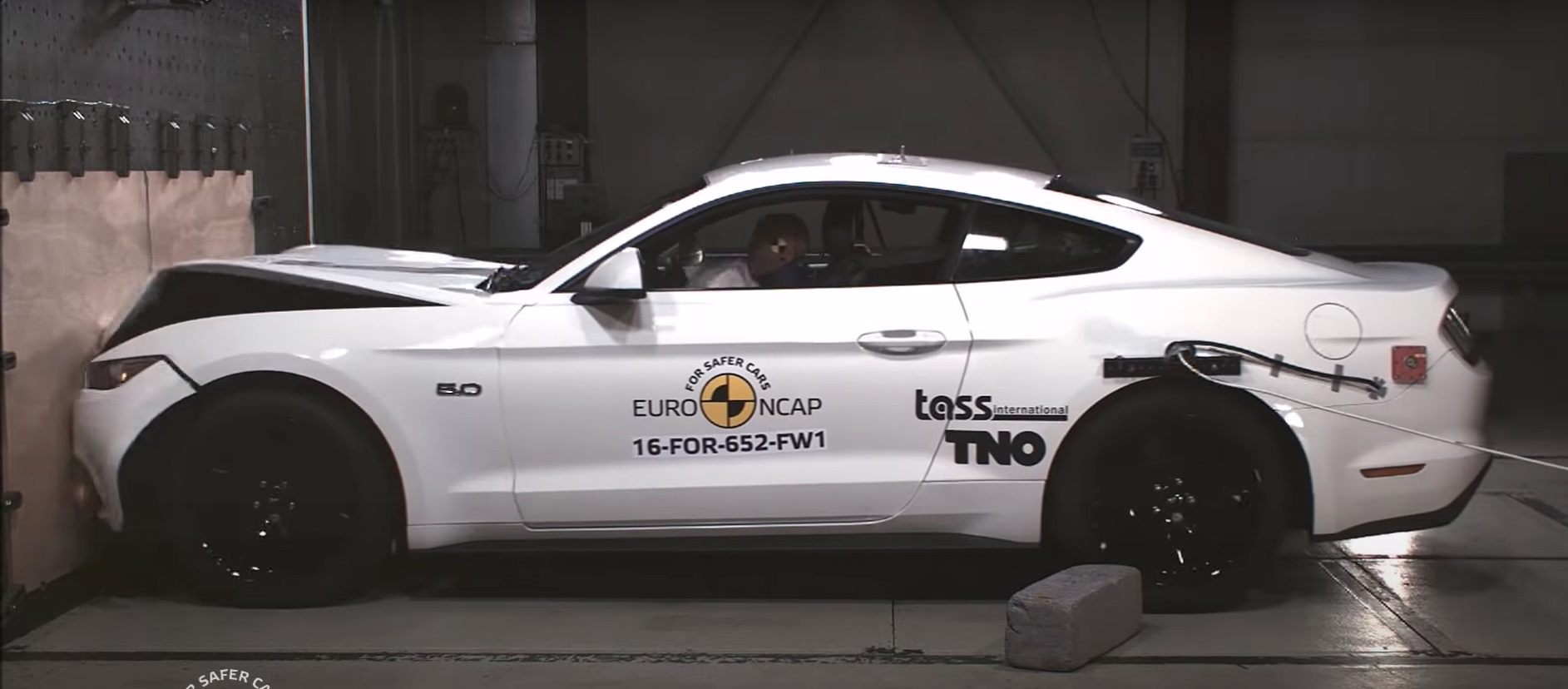 Video: 2017 Ford Mustang - Crash Test