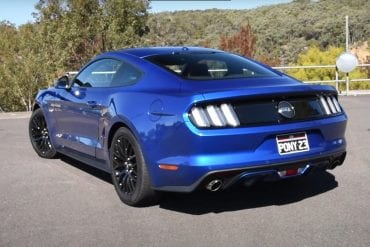 Video: 2017 Ford Mustang V8 0-100 kmh & Engine Sound