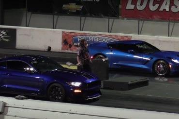 Video: 2017 Ford Mustang Shelby GT350 vs 2017 Corvette C7 - Drag Race
