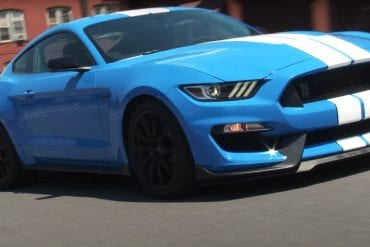 Video: 2017 Ford Shelby GT350 Mustang - Performance Review