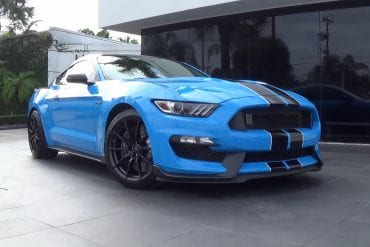 Video: 2017 Ford Mustang Shelby GT350 Loud Sound Acceleration + Full Tour