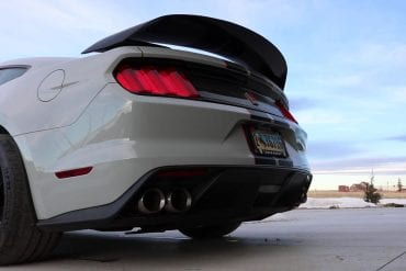 Video: 2017 Ford Mustang Shelby GT350R Exhaust Sound