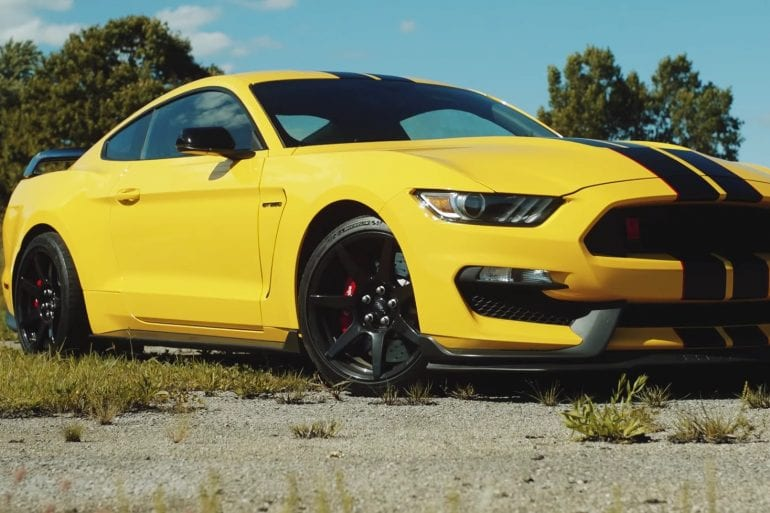 Video: Ford Mustang Shelby GT350R - Mustang Plus - Carfection