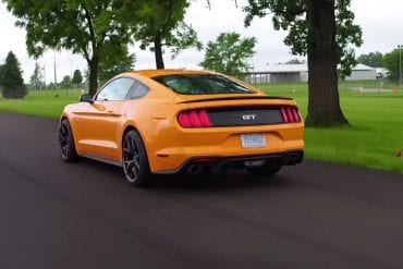 Video: 2018 Ford Mustang GT vs 2018 BMW M4 Comparison
