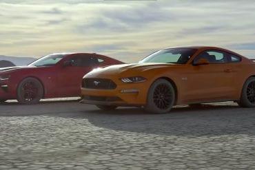 Video: 2018 Ford Mustang GT vs Camaro SS 1LE - Desert Drag Race