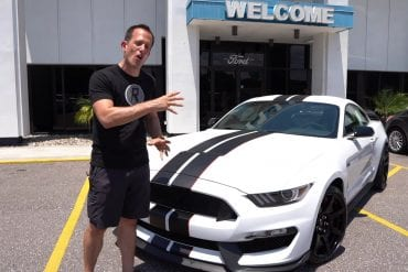 Video: Is The 2019 Ford Mustang Shelby GT350R Better Than The 2020 GT500?