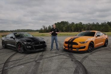 Video: 2019 Ford Mustang Shelby GT350R vs 2020 Shelby GT500 - Comparison & Driving Impressions!