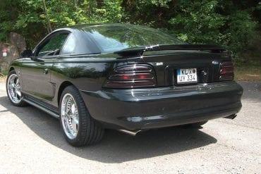 Video: 1995 Ford Mustang SVT Cobra Road Test